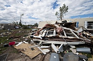 mother dies shielding toddler from tornado