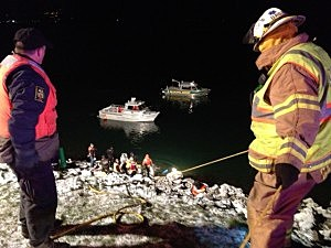 Emergency responders work to recover truck in Columbia River