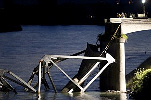 Legislator claims WSDOT allowing vehicles to travel on bridges too small