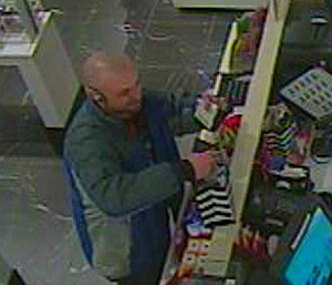 Stolen check writing suspect (Benton County Sheriff's-Kennewick police)