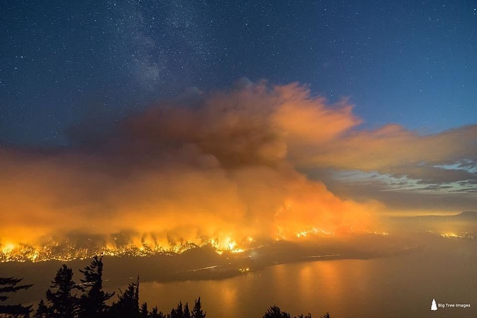 Eagle Creek Fire seen from across Columbia River in WA (Big Tree Images, Hood River County)